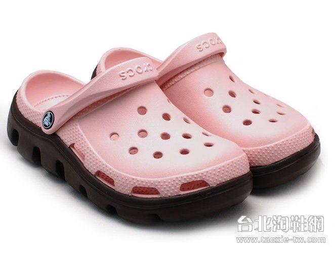 crocs卡駱馳洞洞鞋 在2013年還是很時尚的鞋款喔