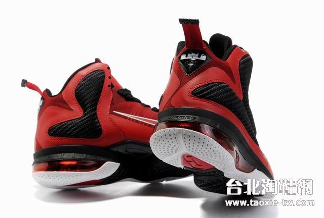 nike黑白篮球鞋图片