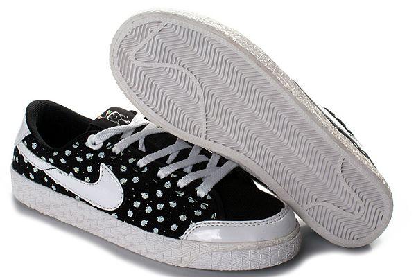 黑白色女生潮流帆布鞋