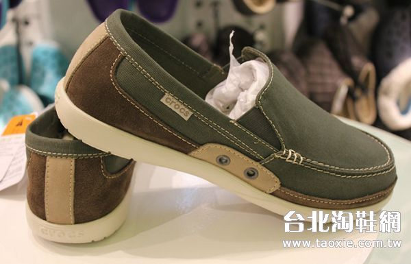 crocs卡駱馳帆布鞋特別的設計 時尚的款式