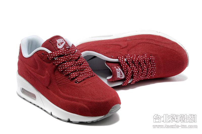 酒红色休闲鞋
